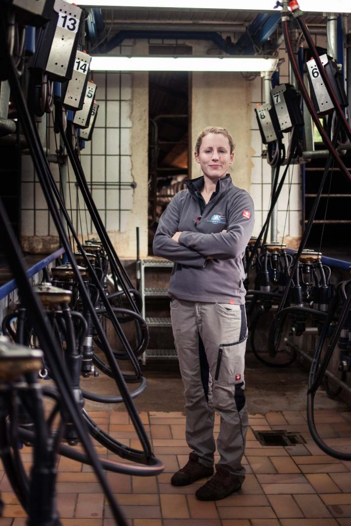 Portrait einer Landwirtin in ihrem Betrieb